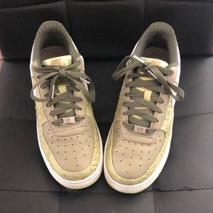 Women's Authentic Air Force 1's/8.5/Green&White